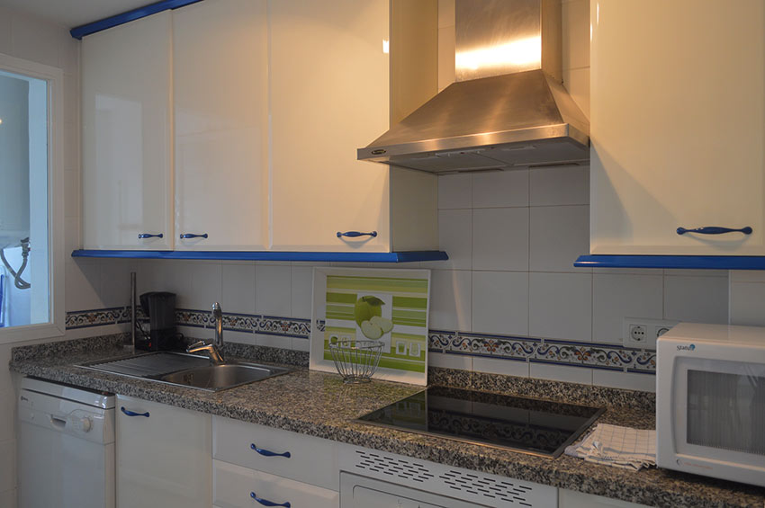 Apartment Puerto-Duquesa Fitted Kitchen