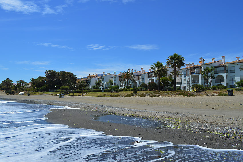 Apartment Estepona Hacienda Beach from the beach