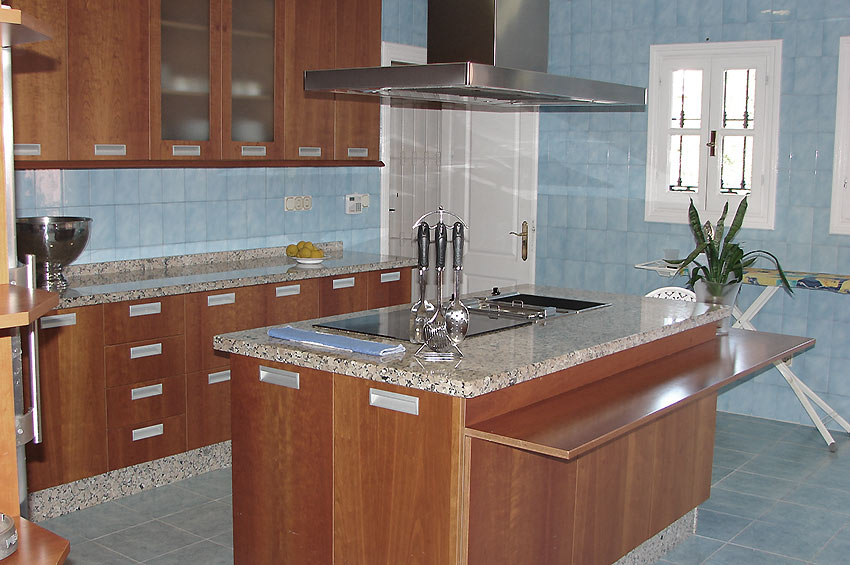 Villa Marbella Fully fitted kitchen