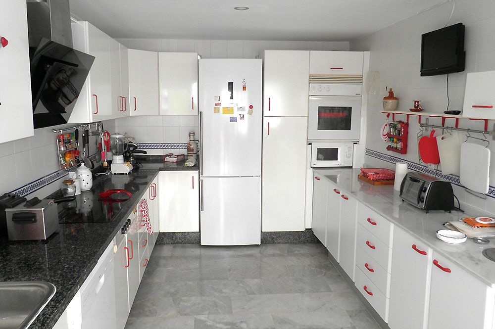 Townhouse Estepona Fully fitted kitchen