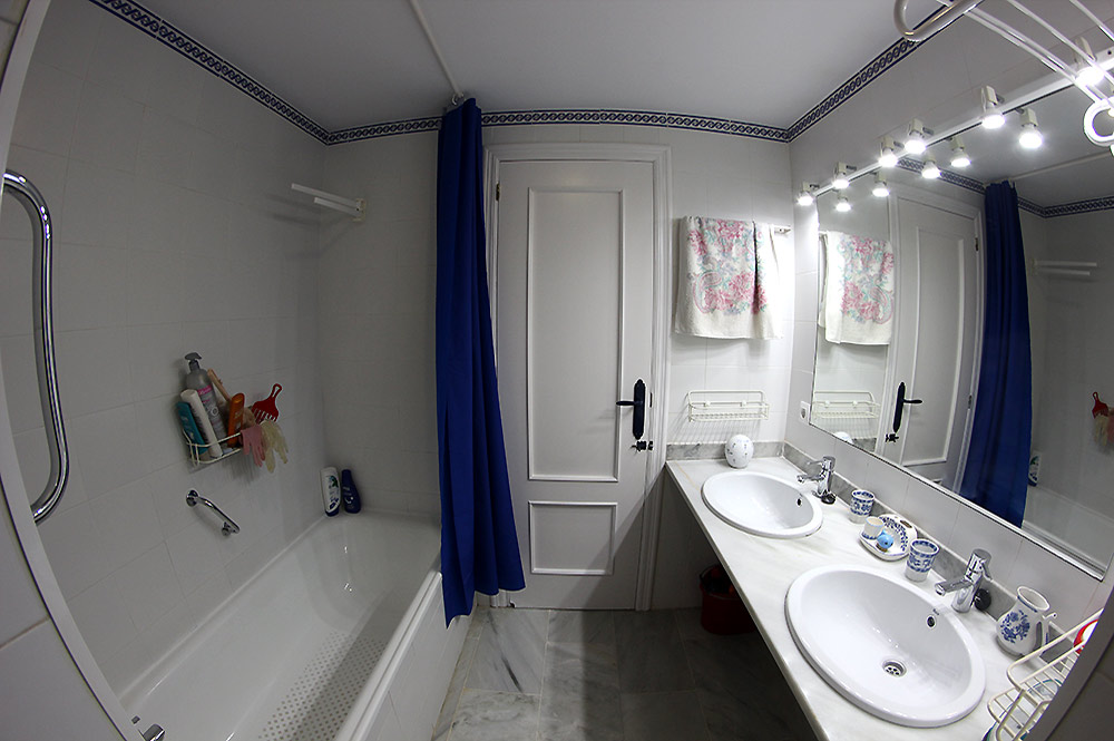Townhouse Estepona Bathroom