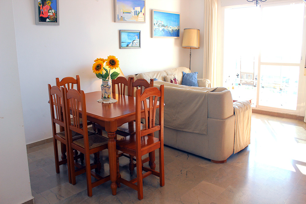 Apartment Estepona Lounge / Dining area