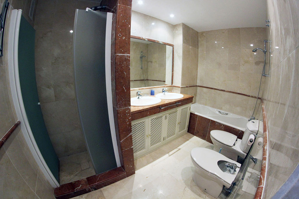 Apartment Estepona Bathroom en-suite