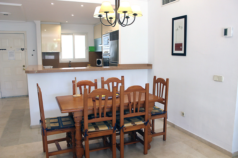 Apartment Estepona Dining area and fitted kitchen
